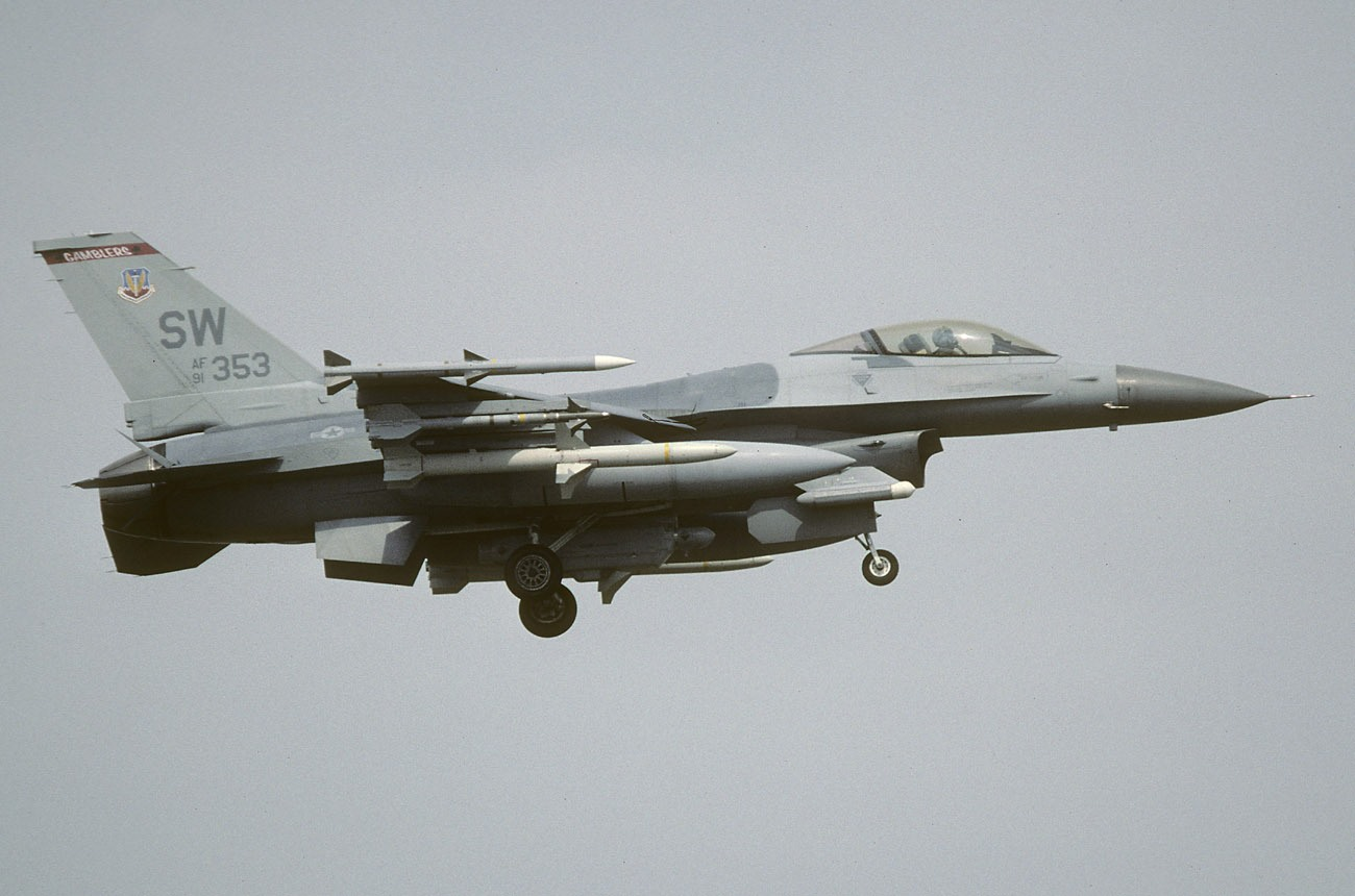 """Geči je posle rata bio i komandant 77. eskadrile. Koristio je """"353"""" kao svoj avion / Foto: USAF"""
